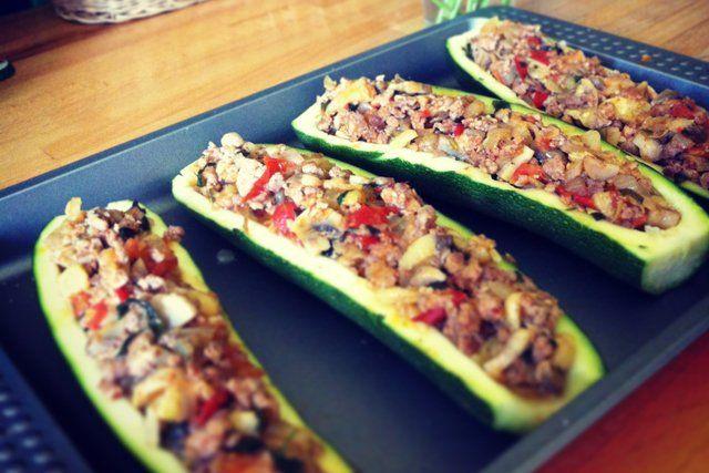 Potrawy Z Cukinii Moga Byc Smaczne I Zdrowe Wystarczy Ze Odpowiednio Ja Przygotujesz Poznaj 4 Przepisy Na Potrawy Z Cukinii I Baklazan Food Recipes Zucchini