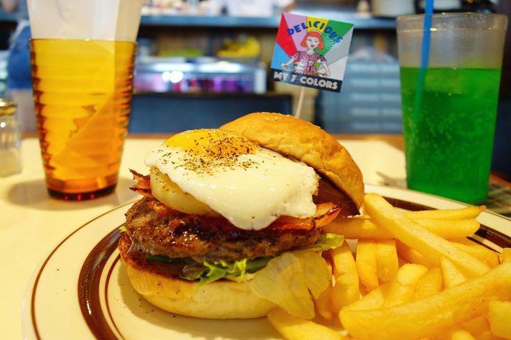 8/31までコラボ中の瀬戸あゆみコラボメニューからロサンゼルスバーガーいわゆるベーコンエッグパインバーガーバーガーに刺さっているフラッグはステッカーになってます笑 #food #foodporn #meallog #burger #burger_jp #ハンバーガー # #tw
