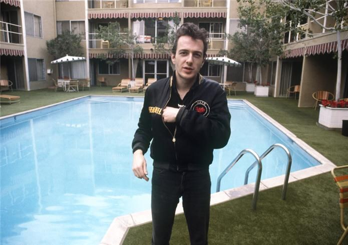 Joe Strummer posing by the pool at the Sunset Marquis Hotel in Los Angeles, CA. March 1980. Photo: Bob Gruen