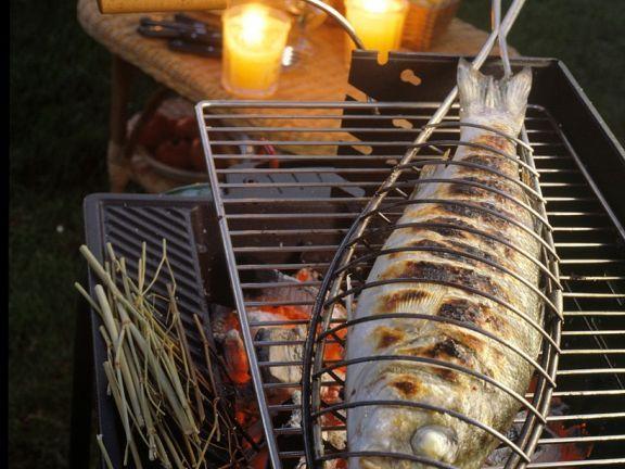 Gegrillter Barsch ist ein Rezept mit frischen Zutaten aus der Kategorie Meerwasserfisch. Probieren Sie dieses und weitere Rezepte von EAT SMARTER!