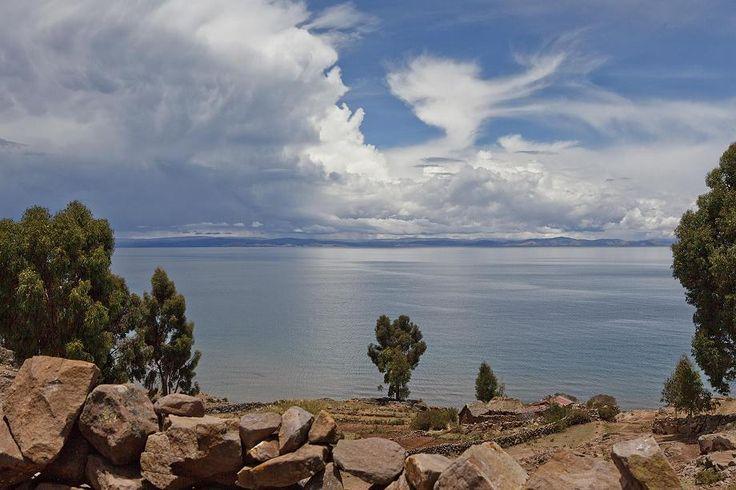 Titicaca-See 2 wurde in Peru, Puno aufgenommen und hat folgende Stichwörter: Peru,  Puno,  Titicaca-See.
