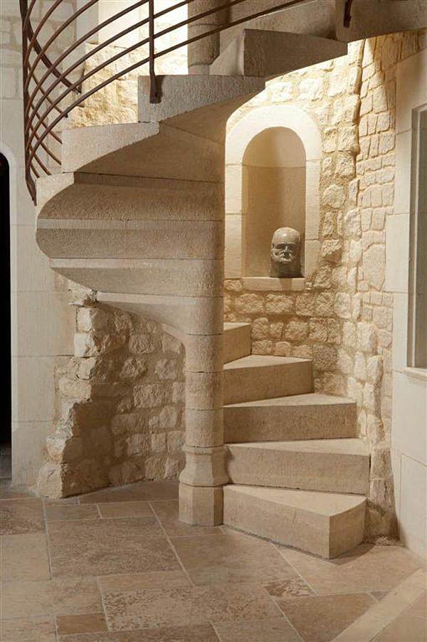 escalera  caracol de piedra estilo rustico