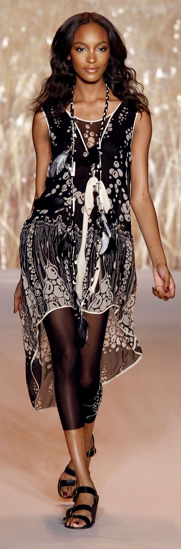 ✪ Native American Inspiration in Anna Sui Ready-To-Wear Spring/Summer 2011 ✪ http://www.vogue.co.uk/fashion/spring-summer-2011/ready-to-wear/anna-sui/full-length-photos# ★★ MORE on Native American Inspired