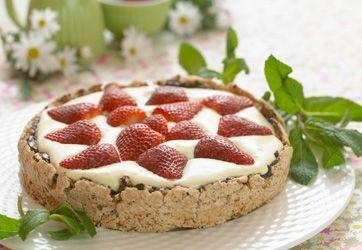 Louises jordbær-nøddekage