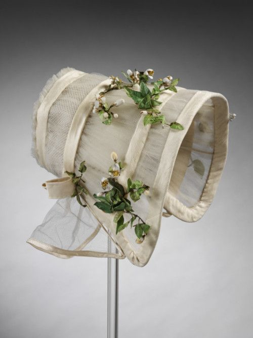 This bonnet could focus your attention on the scent of your bouquet