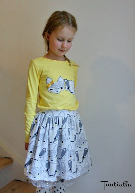Girls set with applique in shirt and tulle skirt. Verson puoti.