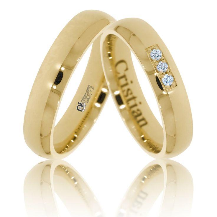 Verighete ATCOM ATC886 aur galben, cu pietre de zirconiu sau diamante pe banda de nunta a damei. La cerere, se pot adauga cristale ori pietre diamantine pe inelul domnului. De asemenea, puteti solicita gravarea unui text (nume, data casatoriei etc.) pe interiorul verighetelor.