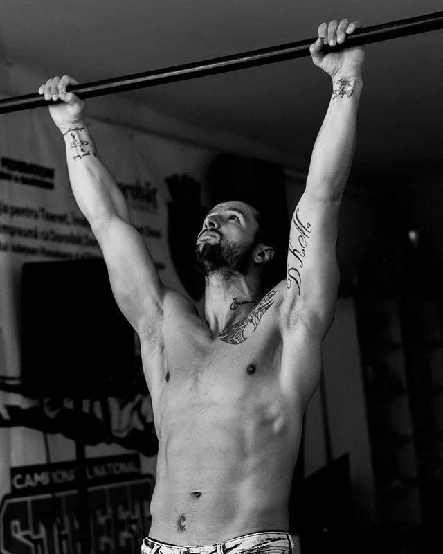 . . . . .  #instafit #fitnessmotivation #cardio #shredded #gymlife #fitspiration #fitnessaddict #aesthetics #getfit #noexcuses #fitnessmodel #gymrat  #bnw_demand #bnwmood #monochrome #bnw_globe #blackandwhitephoto #rsa_bnw #blackandwhitephotography #blacknwhite_perfection #bnw_captures #bnw_city #bnw_life  #canonphotos #canoneos #canonrebel #canonphotographer #canonphotography  #focalmarked