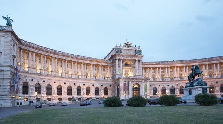 Palacio Hofburg//1279// Viena , Austria -johann bernhard fischer von erlach ,Johann Lukas von Hildebrandt,Domenico Carlone, (entre otros)