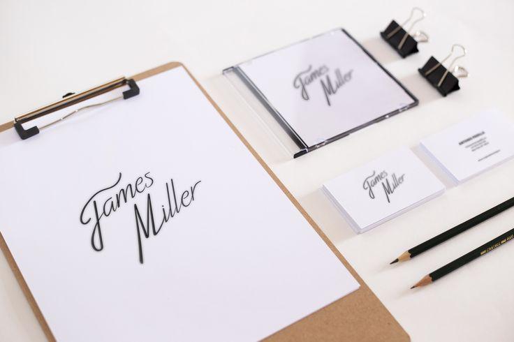 Planche de mise en situation pour le logo James Miller
