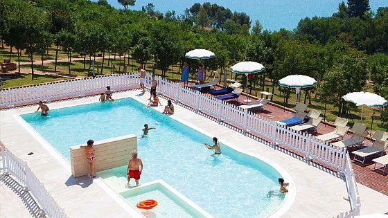 Kindvriendelijke agriturismo met zwembad, kinderbad en speeltuin op 1,5 km van de Adriatische Zee in Le Marche