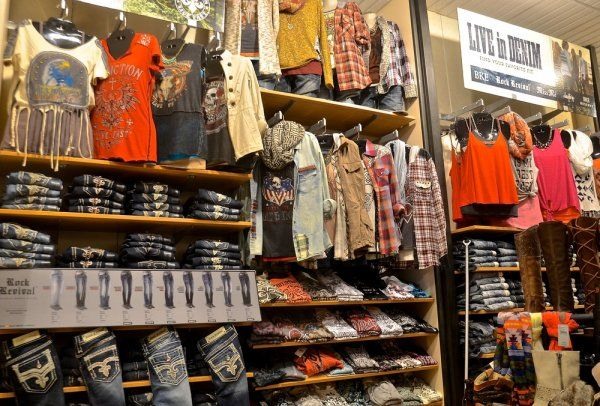 CLOTHING STORES THAT GIVE MILITARY DISCOUNTS