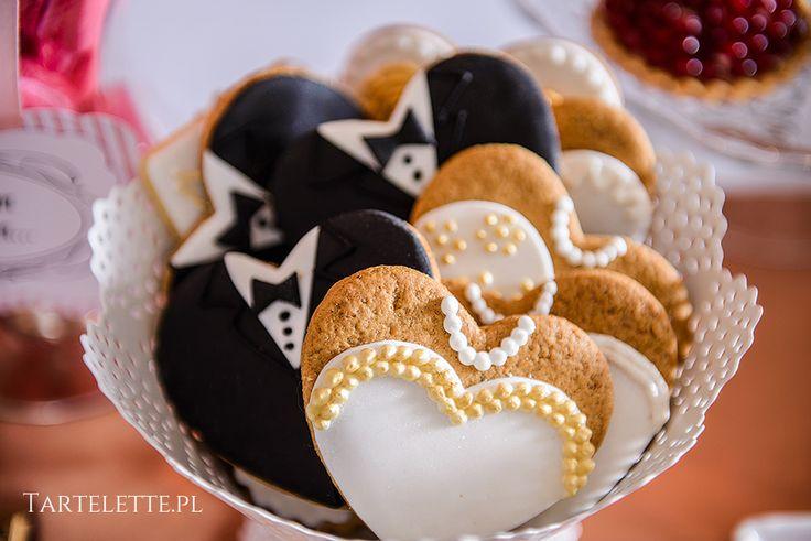 #sweettable #candybar #słdokistół #cracow #sweets #weddingcouple #black #white