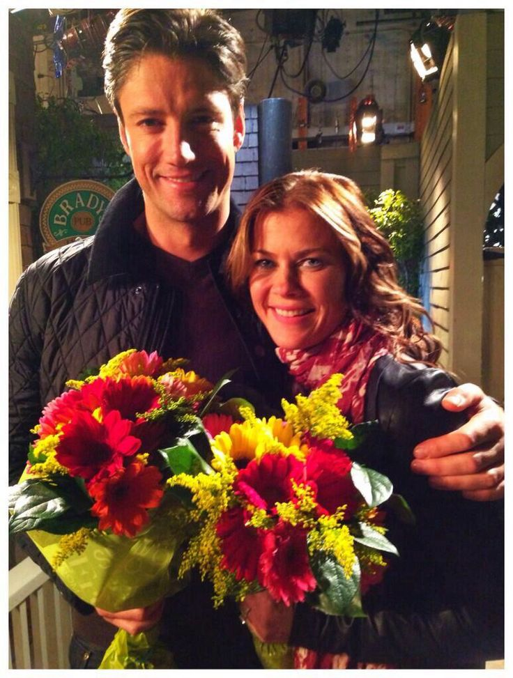 """Alison Sweeney and James Scott. (Credit to Ali's twitter) """"Thank you @Rogue_EJami for the gorgeous flowers! @IamJamesScott snapped a pic between scenes! XO #AskDays48 #Days"""""""