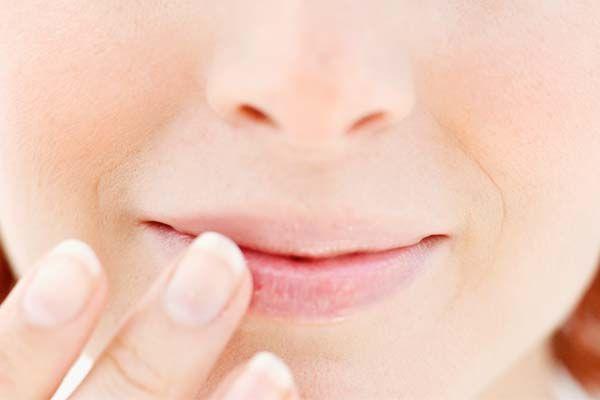 Como tratar lábios rachados - Dicas de Mulher