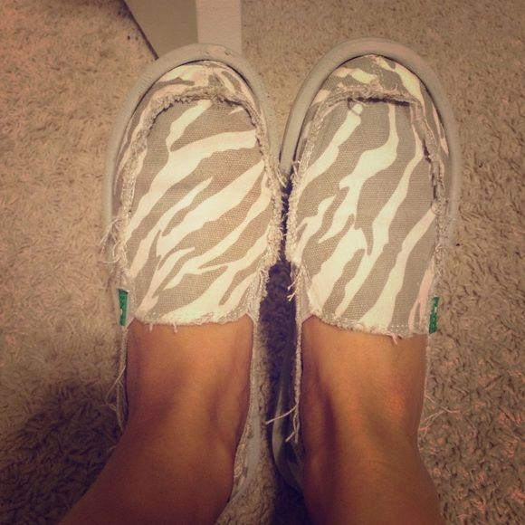 Sanuk shoes Good condition sanuk shoes! Grey and white zebra print and super comfortable! Sanuk Shoes