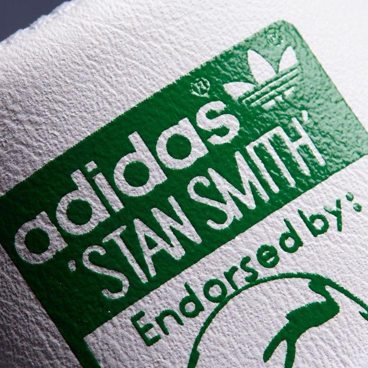 Zapatillas Adidas Originals modelo STAN SMITH J blanca talon Verde. Parte superior de piel granulada y una suave plantilla que expulsa la humedad.