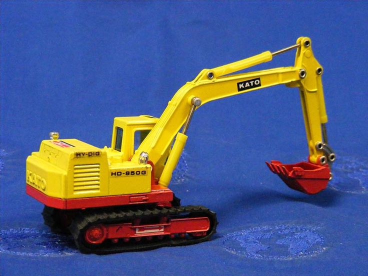 If you're after a model of a Kato excavator, this 1:65 scale HD750G by Shinsei is a good starting point. Although a bit of an odd scale, the model is quite accurate and represents one of the second generation of Kato hydraulic excavators. You can find examples of this model reasonably cheaply on eBay. (Photo: Buffalo Road Imports)