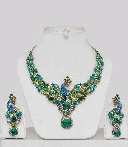 BEAUTIFUL!!!!  I can so see myself wearing this... somewhere!  Indian-jewellery-pln13328ibc.jpg (521×600)