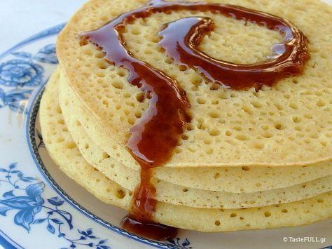 Αυτές τις κρέπες με τρύπες γίνονται μόνο με αλεύρι και νερό, χωρίς ζωϊκή πρωτεΐνη, όπως έχουν οι γαλλικές κρέπες ή τα αμερικάνικα pancakes.