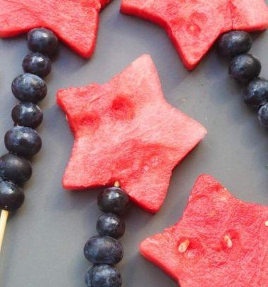 Summer fruit sparkler - fruit kabob with melon and blueberry // Nyári gyümölcs varázspálca saslik dinnyével és áfonyával // Mindy - craft tutorial collection