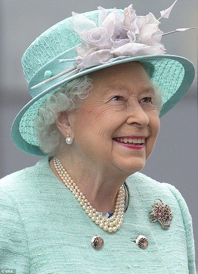 Why Does The Queen Love Her Pearls So Much Elizabeth Iiqueen