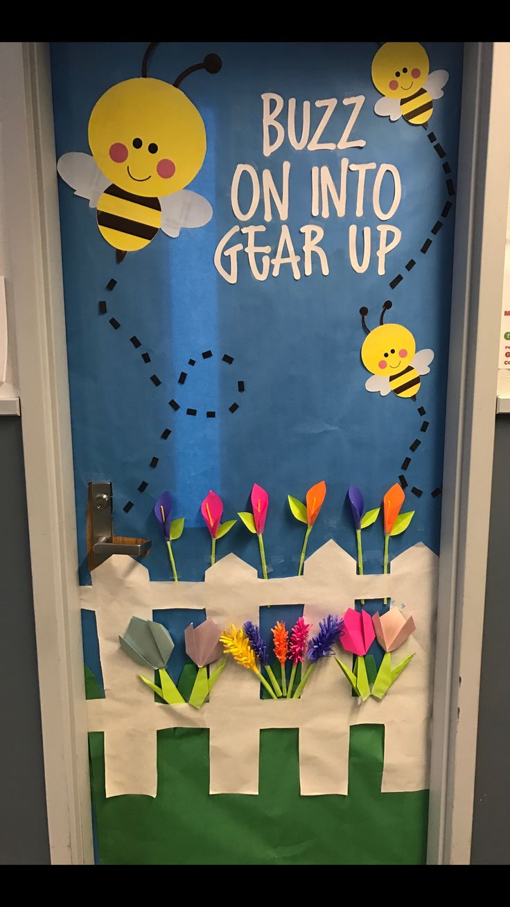 Classroom door door decoration spring Door decoration Buzz on in Bees bee flowers