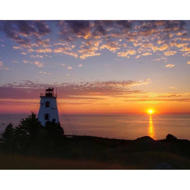 Every sunrise brings the promise of a new day…and breakfast. // Le lever du soleil fait promesse d'un nouveau jour… et du petit-déjeuner. | photo by @hecktic.bts / Instagram   #newbrunswick #nouveaubrunswick #explorecanada #canada #lighthouse #grandmanan
