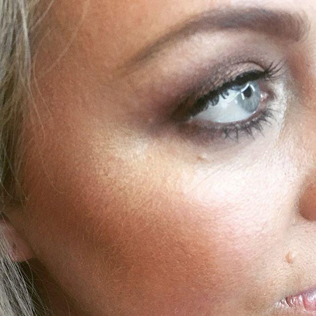Golden Highlights and sun kissed skin... #makeup #highlight #sunkissedskin #editorial #shoot #fashion #lovemyjob #makeuplife #hairandmakeupbymia