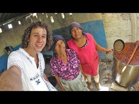 """Así se celebran las bodas en un PUEBLO INDÍGENA - VER VÍDEO -> http://quehubocolombia.com/asi-se-celebran-las-bodas-en-un-pueblo-indigena    Nos adentramos en una boda tradicional de una comunidad indígena del centro de México. ¡Gran experiencia! – Ve a felicitar al novio y escucha su música! – Canal de Antonio Larios """"One Man Band""""  * Música del video 1 por El Barba Dub – Usada con licencia Creative..."""