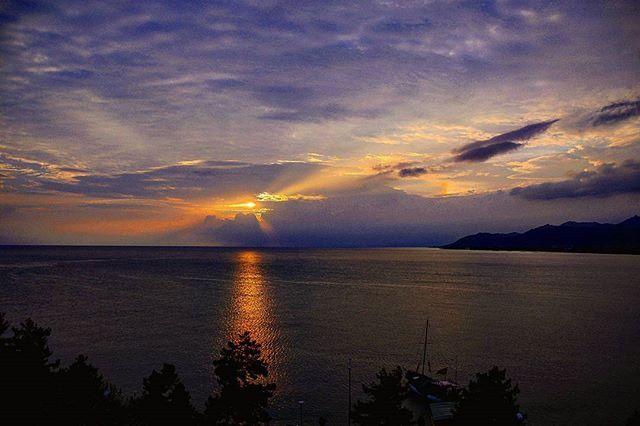 WEBSTA @ venominfernus - yüzlerce kilometre yol, çoook fazla nem, yüksek volümlü müzik, ağrıyan sırt ve omuzlardan sonra çok güzel bir sabaha uyanmak...#ordu #deniz #tur #gezi #fotografía #photooftheday #canon_photos #ig_turkey #ig_myshot #ig_today #turkeystagram #travelingram #travelturkey #instatravel #landscape #nature #naturelovers #instanature #keşfet #karadeniz #vsco #vscocam #sabah #gün #güneş #sunrise #renkler