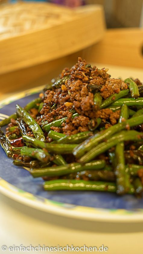 chinesisches Rezept: 干煸豆角 (gān biān dòujiǎo)– chinesische gebratene grüne Bohnen mit Hackfleisch