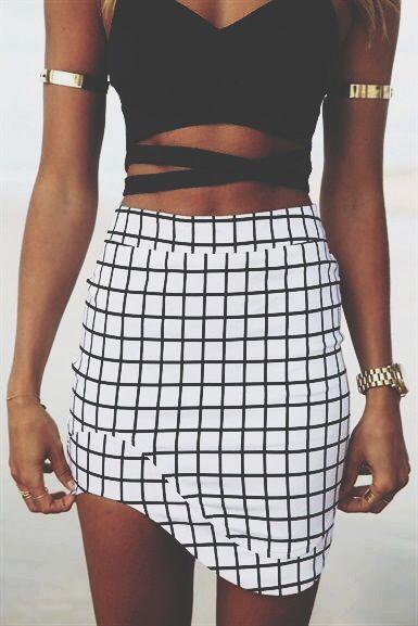 #street #style crop top + irregular geometric print skirt @wachabuy