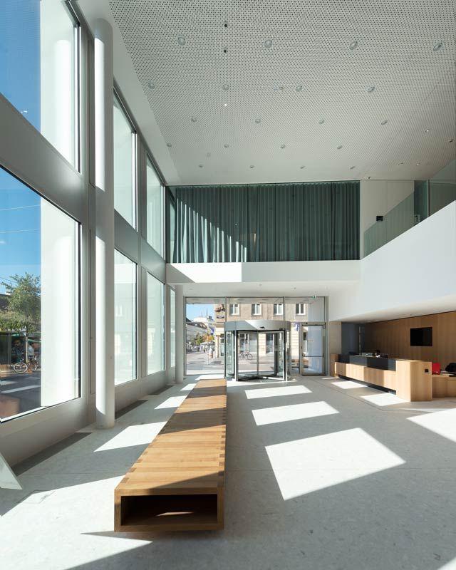 Post am Rochus, Foto:©Lukas Schaller - Die neue Konzernzentrale der Österreichischen Post AG wurde von den Architekten Salvi Schenker Weber und feld72 entworfen.  Die gerasterte Fassade fügt sich stimmig als Stadtbaustein in die Umgebung ein.