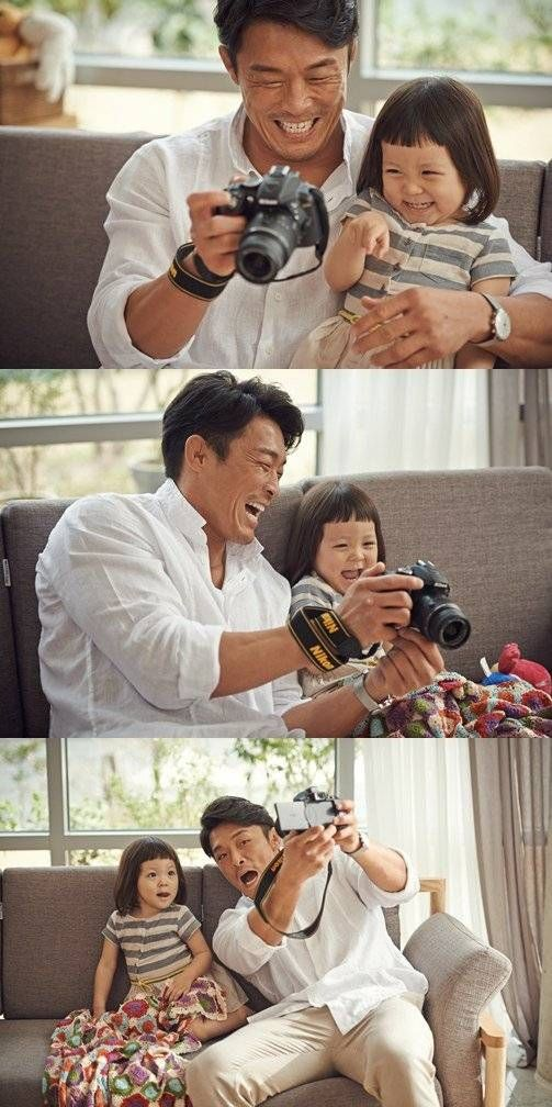 Choo Sung Hoon and Choo Sarang capture their 'choovely' moments together in stills from their 'Nikon' CF | http://www.allkpop.com/article/2014/05/choo-sung-hoon-and-choo-sarang-capture-their-choovely-moments-together-in-stills-from-their-nikon-cf