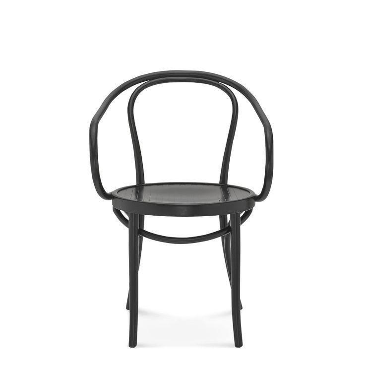 Ponadczasowy, klasycznie ręcznie gięty fotel. Wykorzystywany często w projektach znanego i