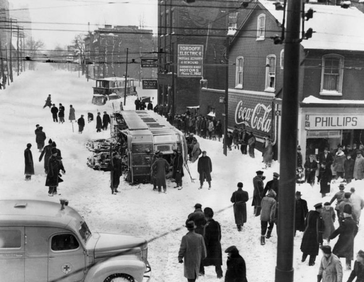 Streetcar overturned Queen & Mutual - great snowstorm of 1944
