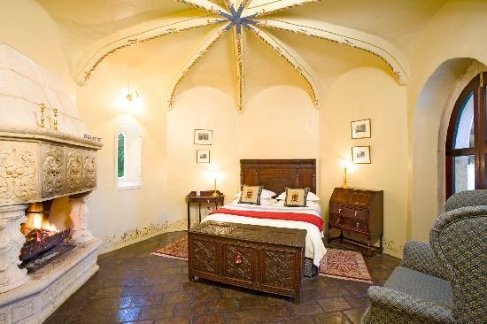 Thorngrove Manor Hotel: Castle Chambers bedroom 2 Sterling #Australia