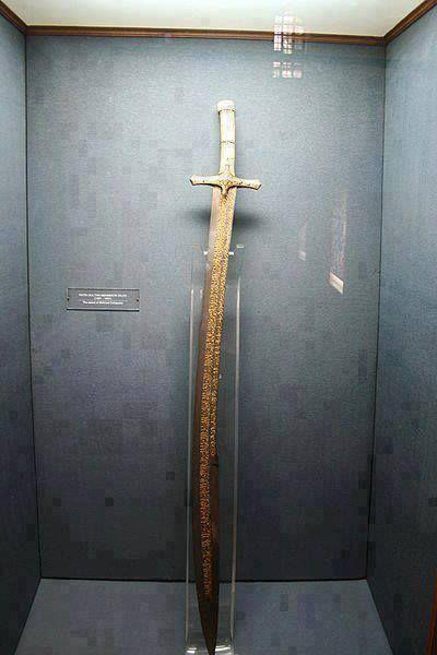 Fatih Sultan Mehmed'in İstanbul'u fethederken kullandığı kılıç...