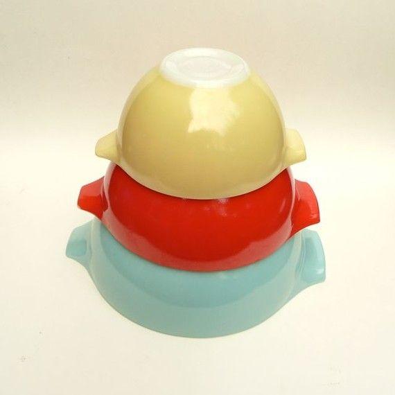 My JAJ Pyrex Bowl Set - Carnival  I have these :D