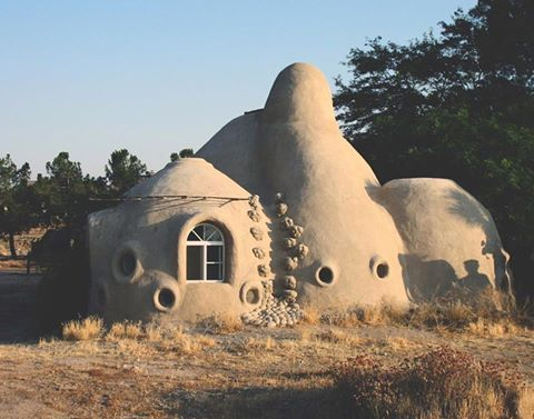 SuperAdobe Eco dome at Cal-Earth Institute campus in Hesperia, California. SuperAdobe is a form of earth bag architecture developed by architect and CalEarth founder Nader Khalili. Using long sandbags, barbed wire, on-site earth and a few tools, Khalili devised a revolutionary building system that integrates traditional earth architecture with contemporary global safety requirements, and passes severe earthquake code tests in California. Photo: calearth.org