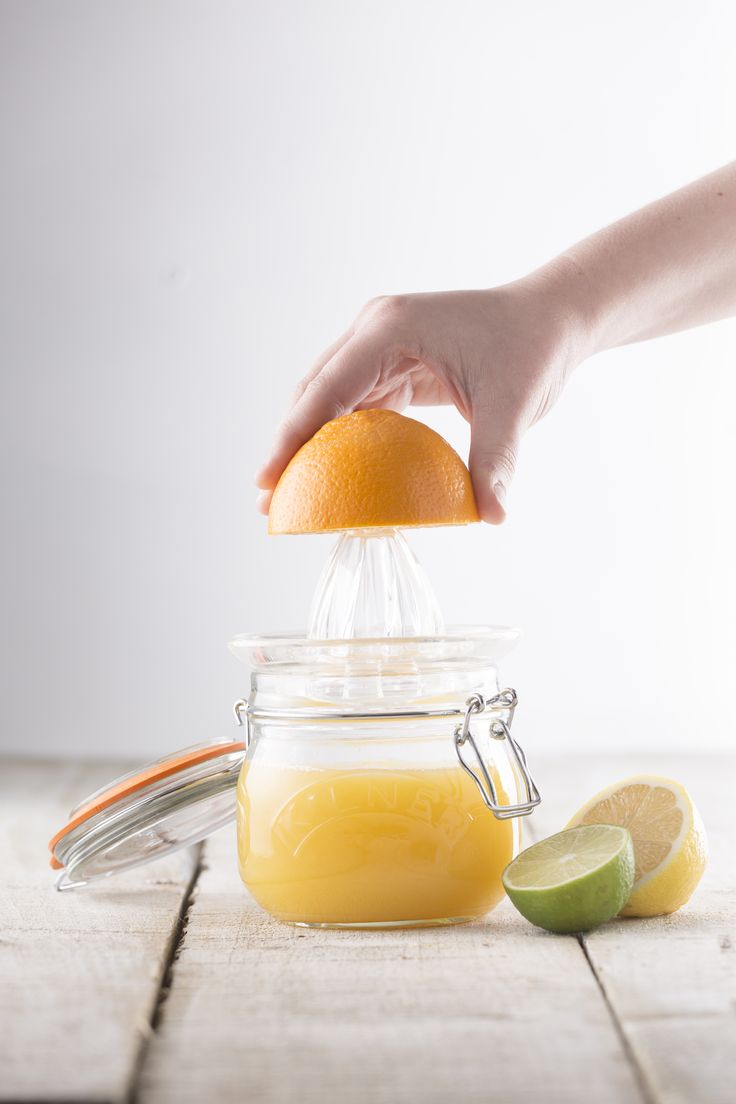 Kilner Round 1 Litre Clip Top Jar. Vacuum feature keeps products fresh. Perfect for dry foods.