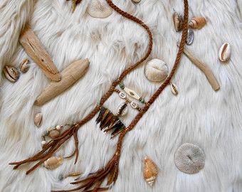 "Collier inspiration ""NATIVE AMERICAN Plastron"", Cuir, Coquillages, Dents de nacre, Perles picasso, Perles de coco, Perles en OS"