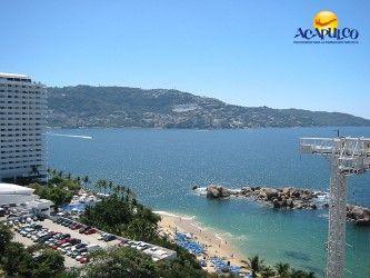 #lasmejoresplayasdeacapulco Disfruta de las atracciones de playa La Condesa en Acapulco. LAS MEJORES PLAYAS ESTÁN EN ACAPULCO. Playa La Condesa es de las más concurridas y populares de Acapulco, debido a la gran cantidad de atractivos que se pueden encontrar en ella, desde el bungy, bares y motos acuáticas, hasta la banana y el parachute. Durante tus siguientes vacaciones en Acapulco, te invitamos a disfrutar de esta playa. www.fideturacapulco.mx
