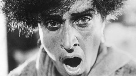 Obra maestra del cine, una crónica histórica de la revolución rusa que en 1905 levantó al pueblo bolchevique contra los zares. 80 minutos que descubrieron el montaje en el cine mundial.