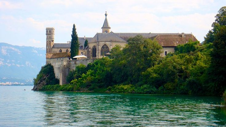 L'abbaye d'Hautecombe, en Savoie. France.   http://www.pinterest.com/adisavoiaditrev/boards/