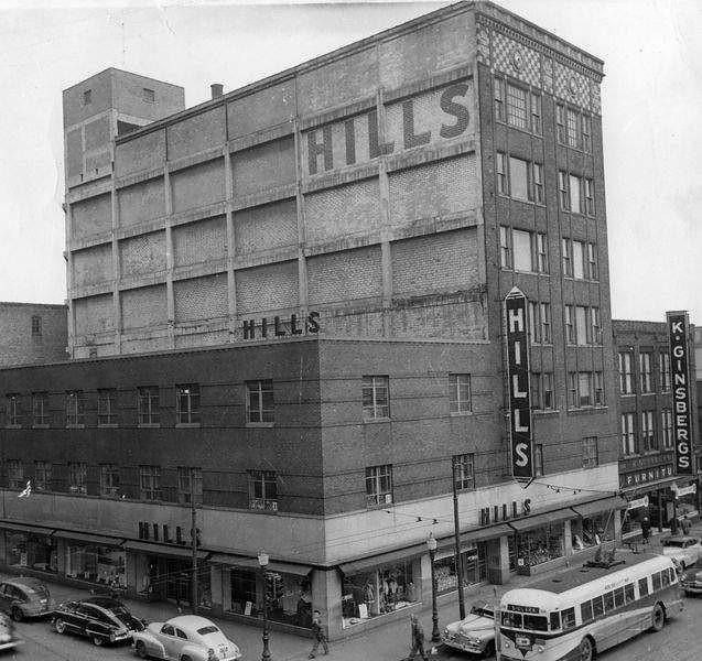 Hills Department Store, Walnut Street, Downtown Des Moines   Late   Early  Note The Electrified Curbliner Bus On Walnut Street. Capital Square  Occupies This ...