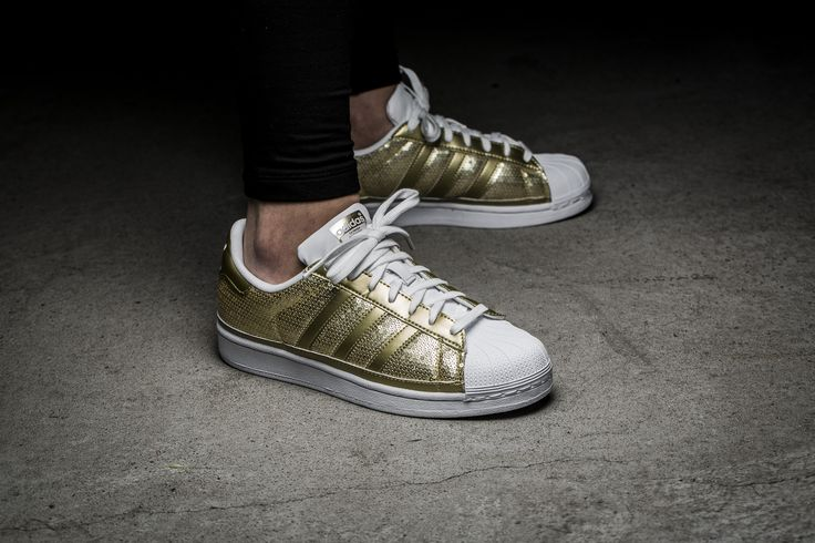 Girls, the adidas Originals Superstar W is available at our shop now! EU 36 - 41 1/3 | 90,-€ ls