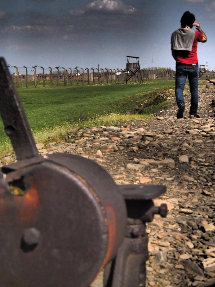 Pain. Auschwitz.