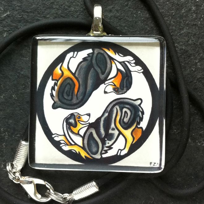 """Hängsmycke """"Yin & Yang"""" - Australian shepherd - Den fantastiska konstnären Foxfeather Zenkovas härliga motiv som halsban"""